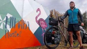 Il fait le tour du monde à vélo et avec un chat !