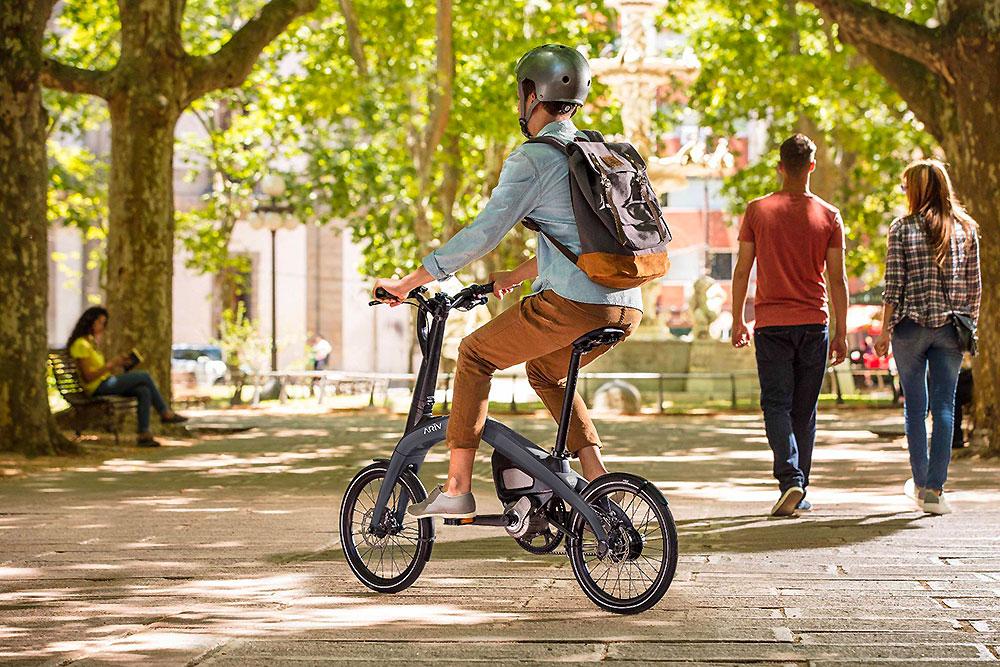 Vélo électrique ARĪV connecté de General Motors au design futuriste