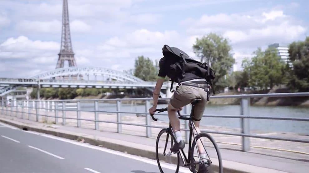 Vidéo interview d'Arnaud Enel, coursier à Paris de coursier.fr